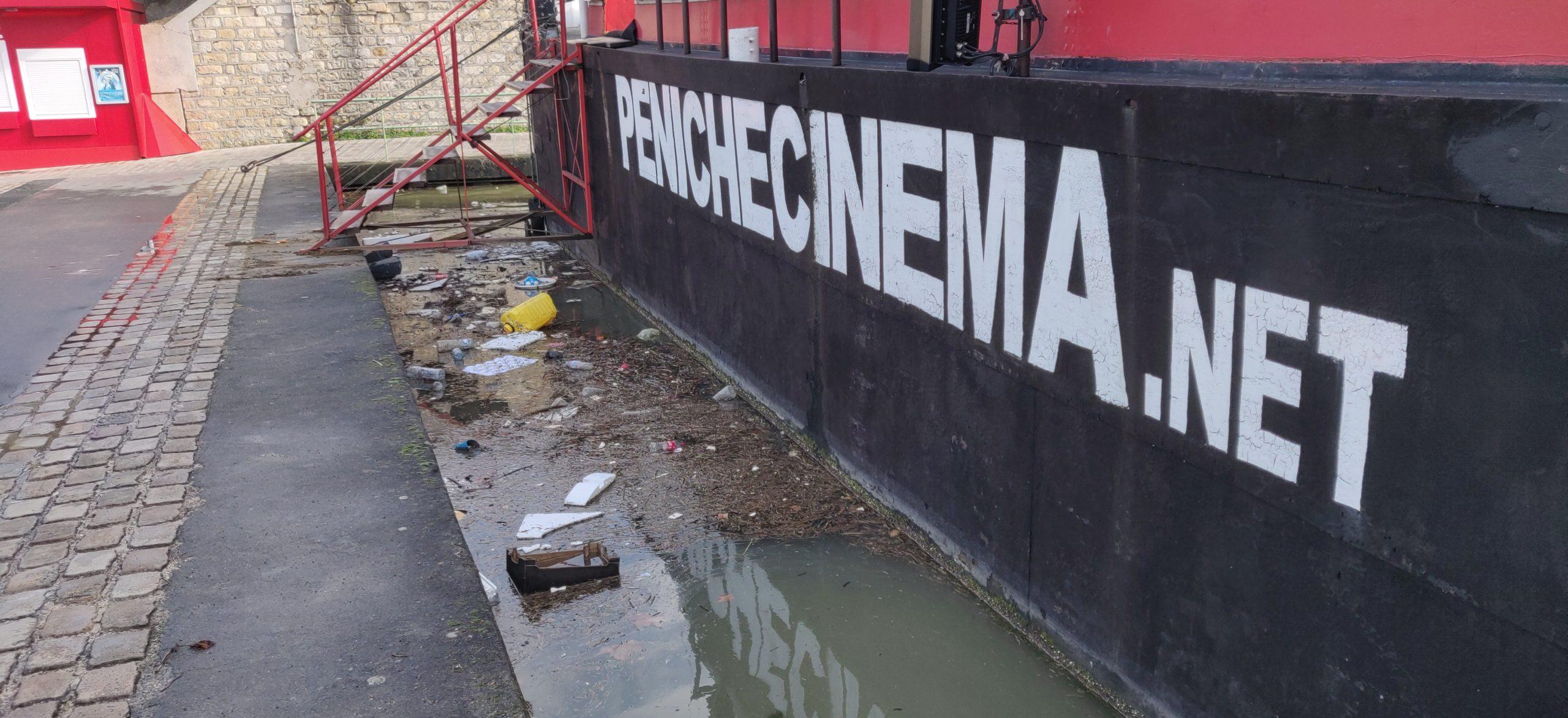 Péniche et déchets à Paris